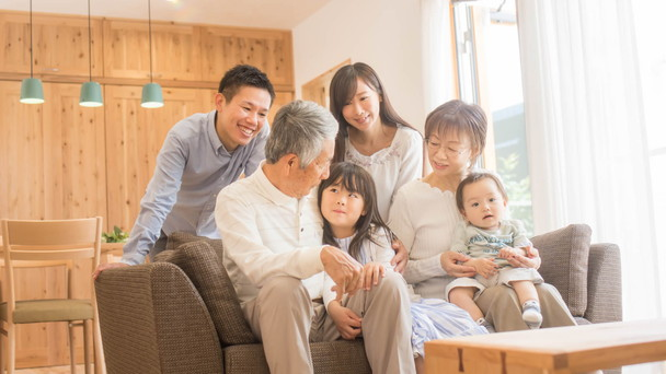 ドコモのらくらくスマートフォンで家族が笑顔に