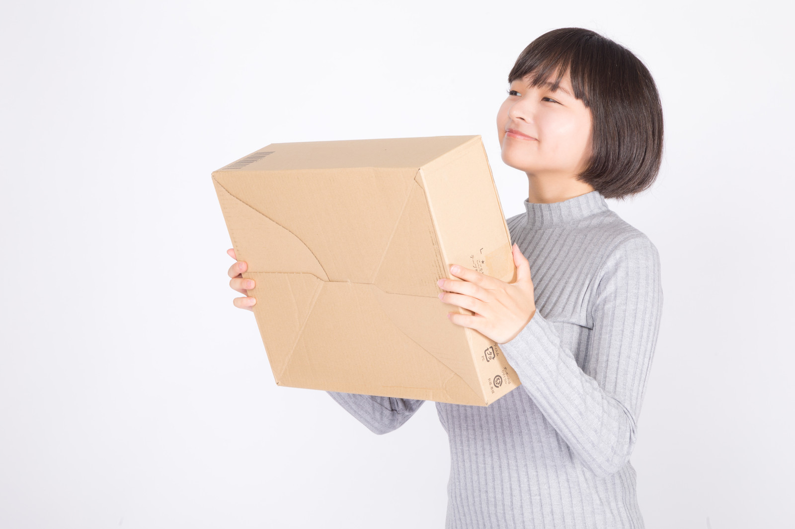 挿絵-荷物をもって微笑む女性