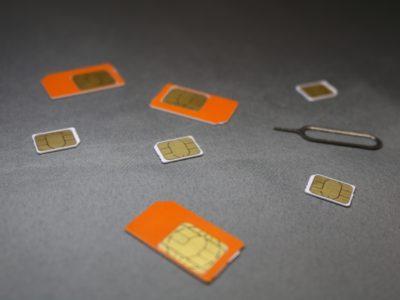 格安SIMカードの束