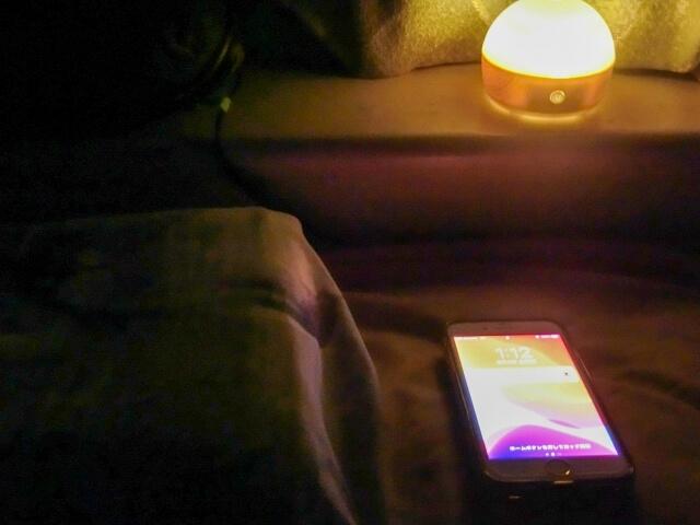 暗がりのiPhone