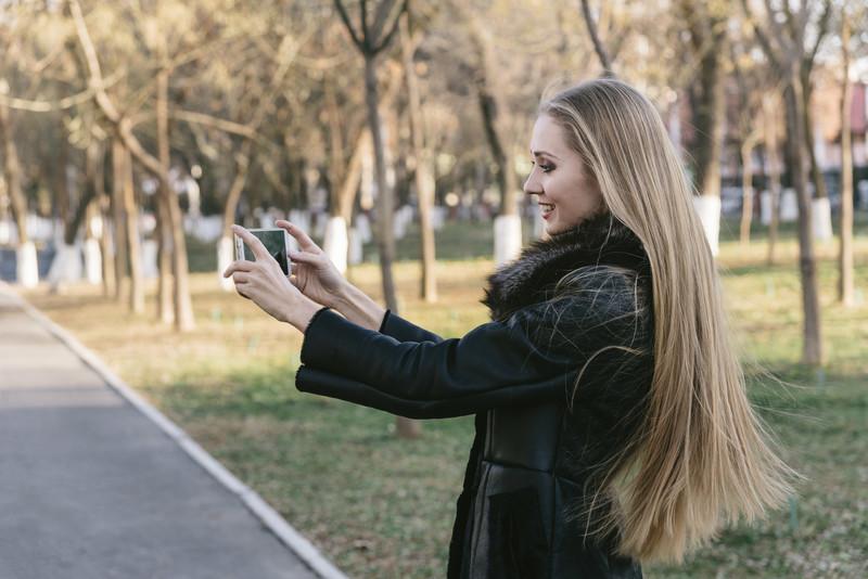 スマホ自撮り女性 フリー