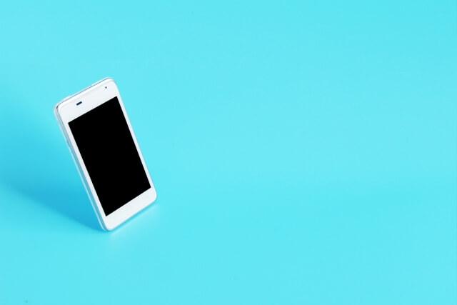 iPhoneと水色