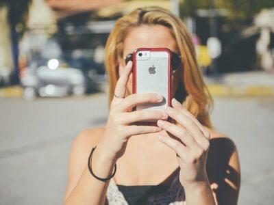 iPhoneと女の子